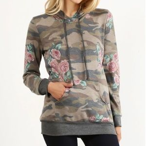 🆕 Camo and Rose Print Pullover Hoodie